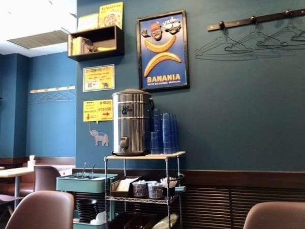 スパイスカレー&クラフトジュース専門店ハーティーズの店内